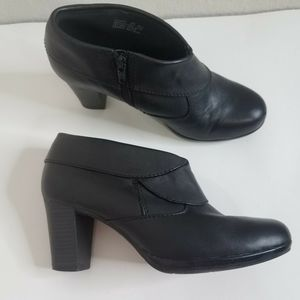 Clarks Womens size 8M Ankle Boots